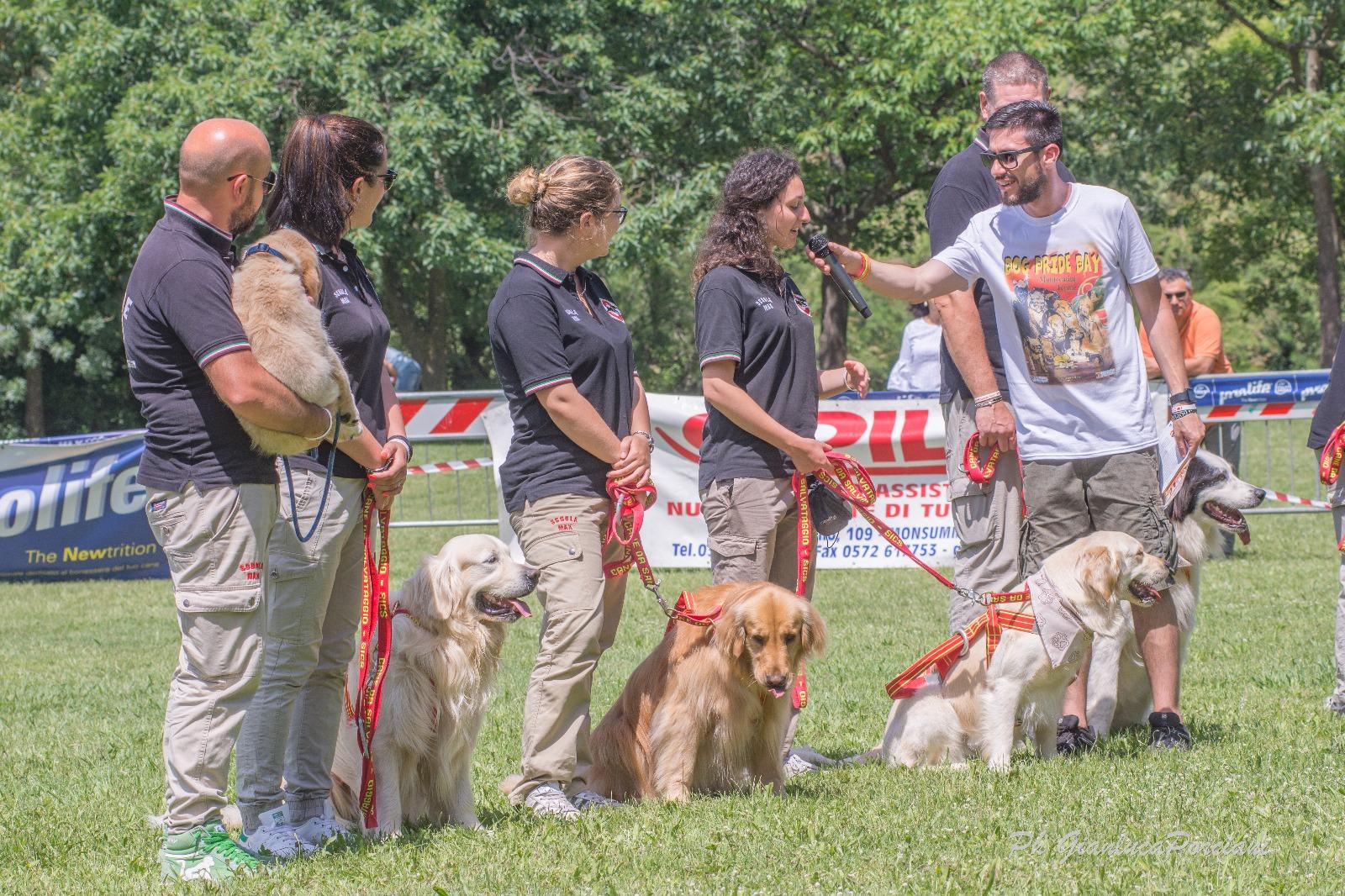 La squadra della SICS (Cani Bagnini)